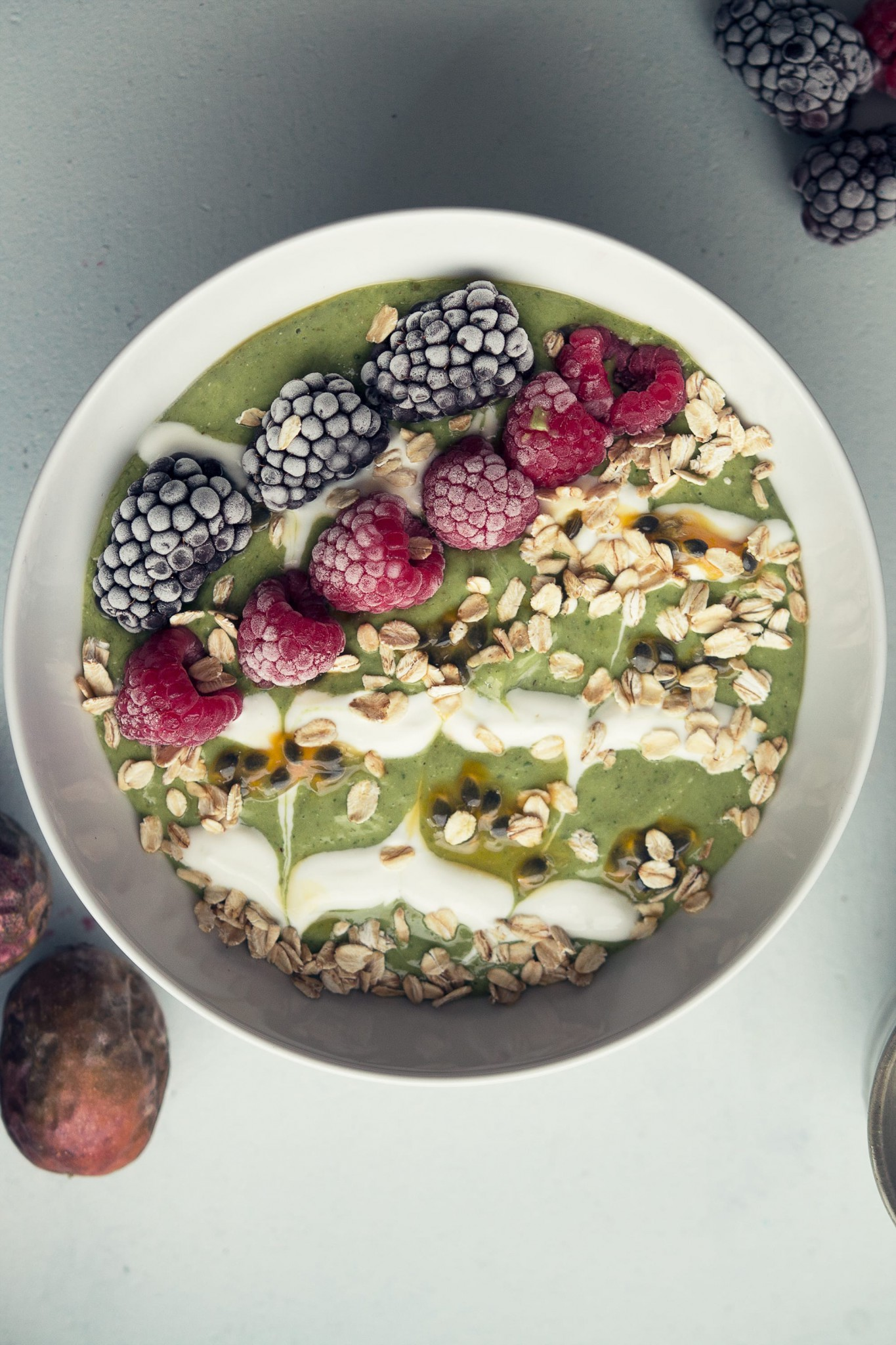 green smoothie bowl pin