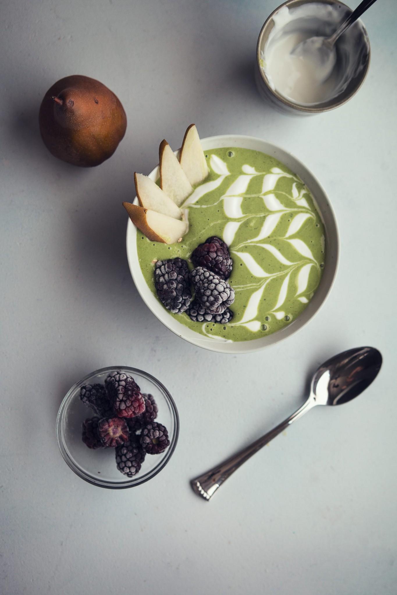 kale mango smoothie bowl pin
